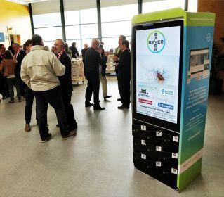 Taquilla de carga de celulares con pantalla